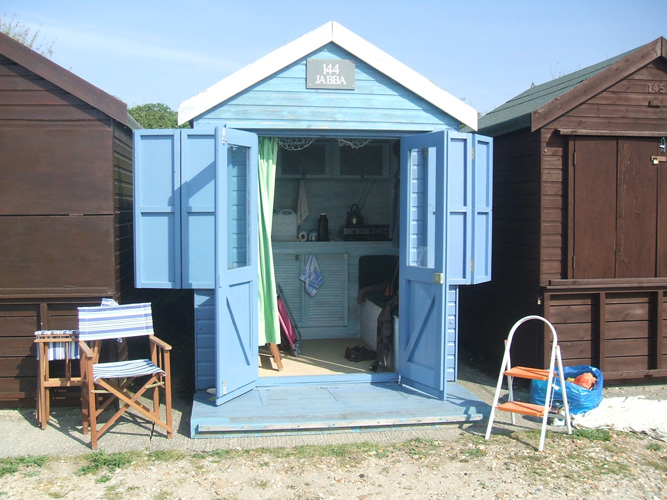 Artyzan gallery page 4 specialist interior painter and for Beach hut style